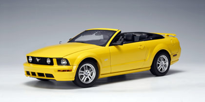 1:18 MUSTANG GT 2005 CONVERTIBLE - YELLOW